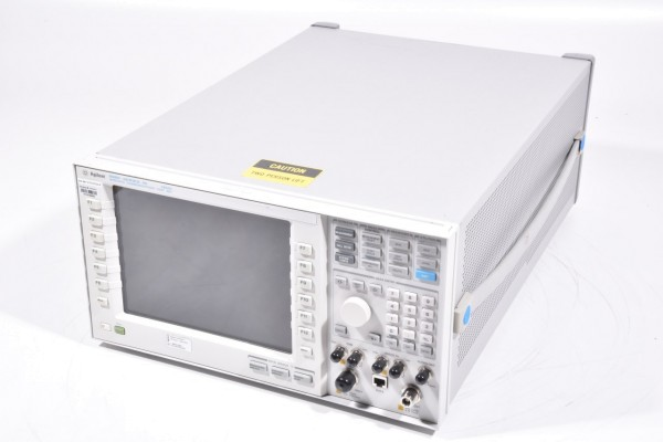 AGILENT E5515C, Wireless Communications Test Set + Options S/N: MY47510546